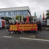 Gara di solidarietà in fabbrica: i colleghi regalano al lavoratore malato