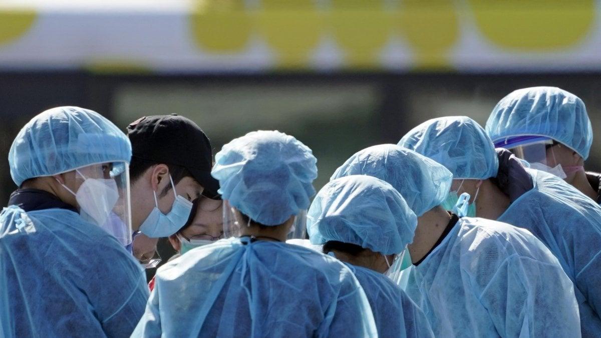 Coronavirus, primi tre contagi in Italia: 38enne, sua moglie e un amico in terapia intensiva. La donna insegna in un liceo