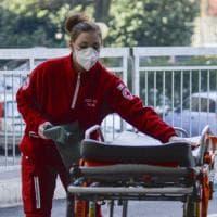 """L'ospedale di Codogno """"isolato"""" per il coronavirus: ingressi sbarrati e personale con le mascherine"""
