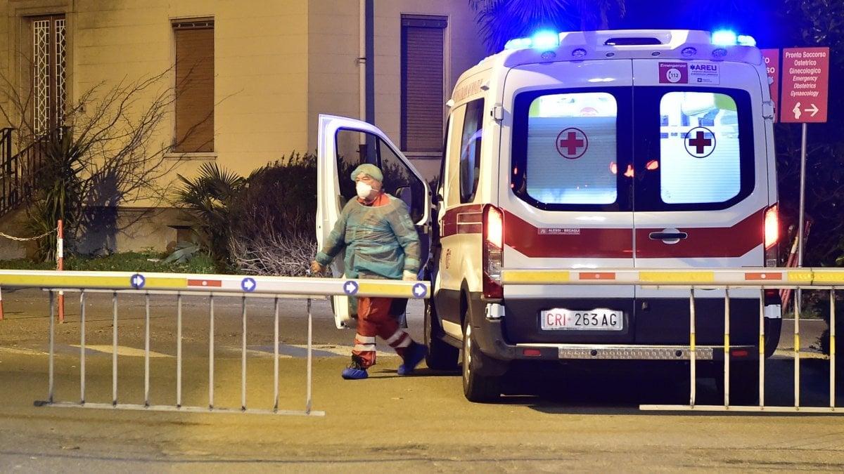 """Coronavirus: morta una donna in Lombardia. Aumentano i contagiati: """"Il focolaio è nel basso Lodigiano"""""""