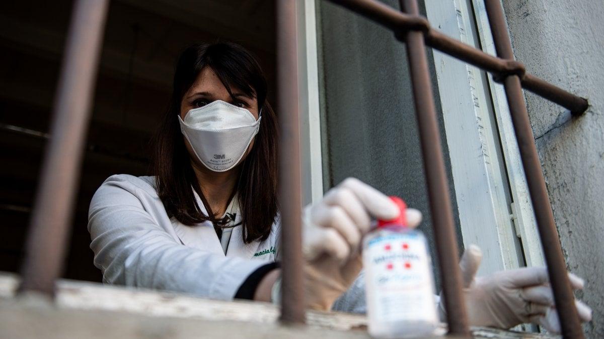 """Coronavirus, si ferma la Lombardia: chiudono scuole e musei, La virologa: """"Ma è un'infezione appena più seria di un'influenza, abbassare i toni"""""""