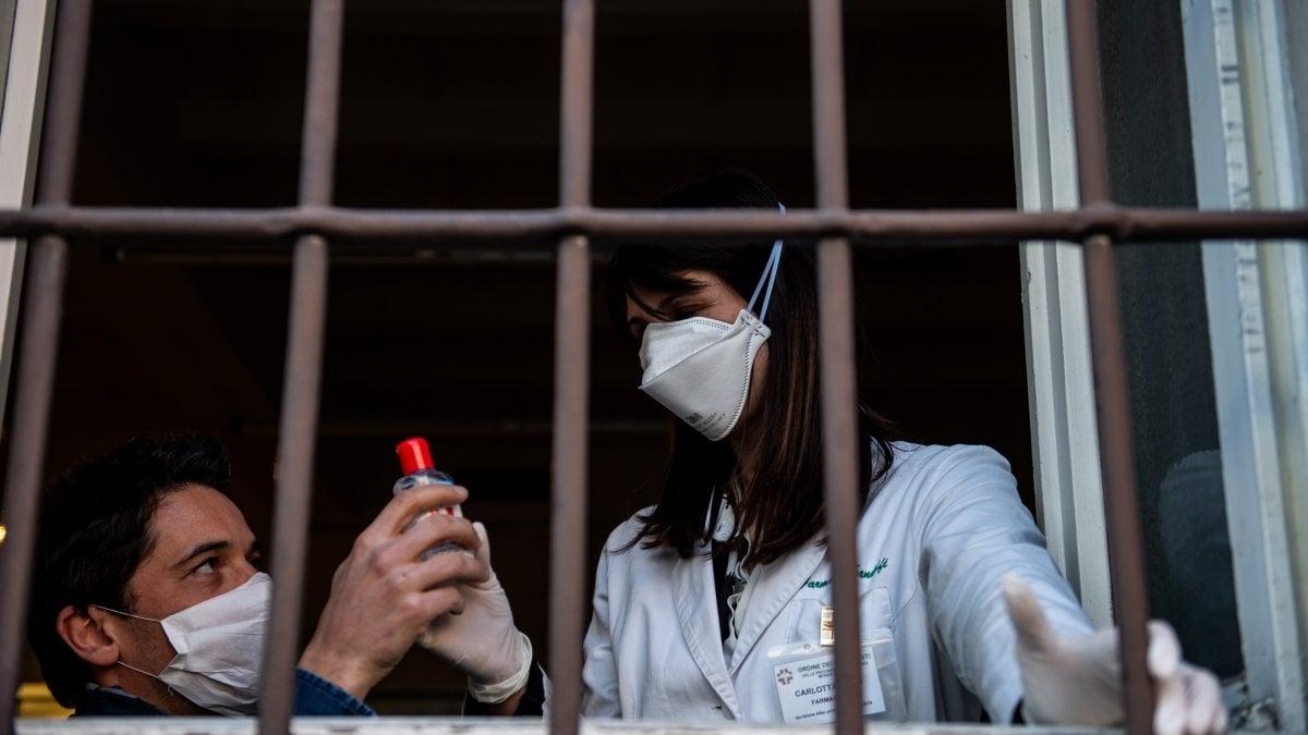 Coronavirus, secondo morto in Lombardia: è una donna a Crema. Chiusi scuole, musei, cinema, teatri. Sospese anche le messe