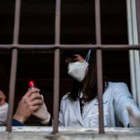 Coronavirus, secondo morto in Lombardia: è una donna a Crema. Chiuso il