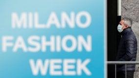 Effetto coronavirus: sfilate a porte chiuse per Armani e Biagiotti, la moda è rimasta sola con i suoi vestiti     di MASSIMO LORELLO