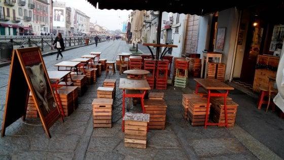 """""""Sono un bar o un ristorante?"""": Coronavirus, l'ordinanza di chiusura in Lombardia e i dubbi dei locali"""