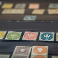 La polizia di Milano recupera 24 francobolli rubati a Roma, valgono fino