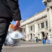 Coronavirus, multato l'ambulante che vendeva mascherine alla Stazione