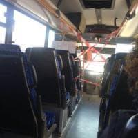 Coronavirus, gli autobus extra urbani di Milano con i posti guida isolati
