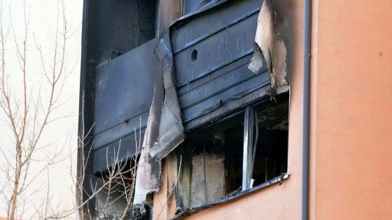 Incendio in un appartamento Aler a Cernusco, morte madre e figlia di 87 e 51 anni, 24 persone sgomberate