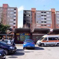 Fiamme in una palazzina a Cernusco: abitanti sgomberati e vigili del fuoco al lavoro