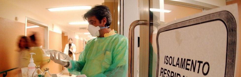 Nuova emergenza a Lodi: 51 ricoveri nella notte. I contagiati in Lombardia sono 406 ma aumentano i guariti. Sono 37 i pazienti dimessi