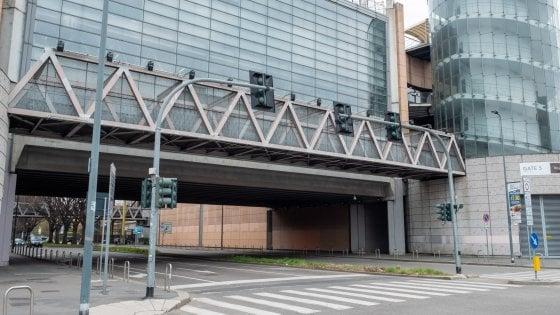 """Coronavirus, stop all'ospedale alla Fiera di Milano. Fontana: """"La Protezione civile non può aiutarci"""". I contagiati in Lombardia sono 9.820"""