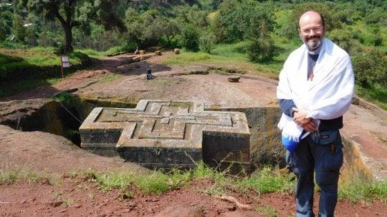 Don Fabio torna in corsia: il prete-medico si rimette il camice per combattere il coronavirus