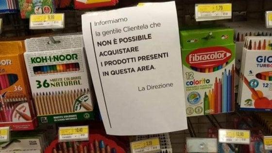 """Coronavirus, nei supermercati vietato l'acquisto di quaderni, pennarelli e biancheria: """"Non sono beni di prima necessità"""""""