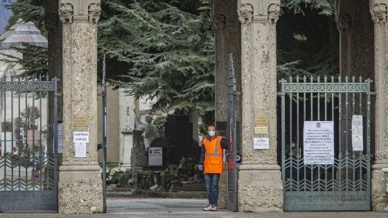 """Coronavirus, nel Bergamasco morti due dipendenti delle poste. La Cgil: """"Chiudere gli uffici"""". Morto il primo medico di famiglia"""