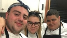 Riccardo fa lo 'chef in corsia': cucina e porta pasti negli ospedali