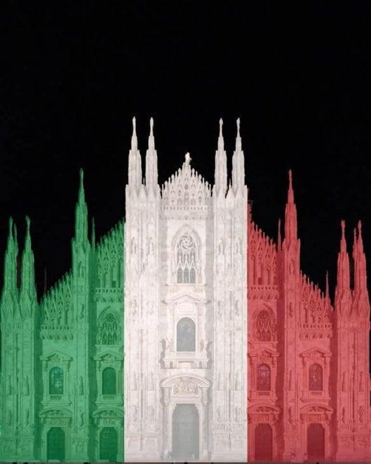 Coronavirus, dal Duomo al Colosseo i monumenti si tingono virtualmente con il tricolore