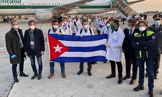 """Coronavirus,  arrivati i medici e gli infermieri cubani: la """"brigata"""" va a Crema"""