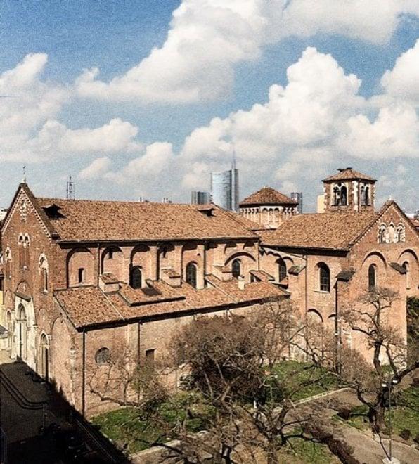 Coronavirus, cartoline dall'Italia vista da finestre e balconi: la sfida fotografica di Giovanni Gastel