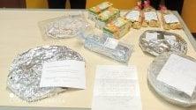 """Torte fatte in casa in dono ai carabinieri. Le famiglie di Rozzano Vecchio: """"Siamo con voi"""""""