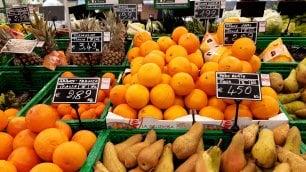 Dal supermercato all'officina, cosa resta aperto a Milano