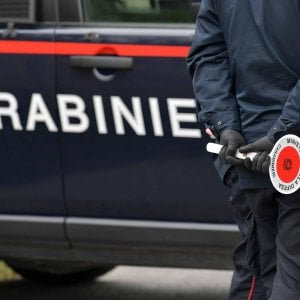 Uccide la compagna e poi si spara, omicidio suicidio nell'hinterland milanese