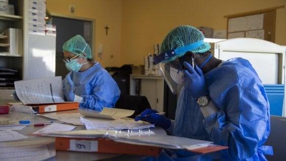 """Coronavirus, in Lombardia cresce il numero dei positivi. Gallera: """"Ma abbiamo aumentato i tamponi"""""""