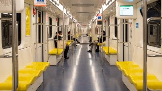 Coronavirus a Milano, metropolitane a numero chiuso e salite limitate sui bus: il piano di Atm e Comune per tornare a viaggiare