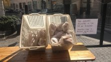 """""""Servitevi pure e pensate anche agli altri"""": la generosità del panettiere di via Paolo Sarpi"""