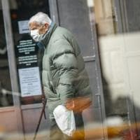 Coronavirus, in Lombardia obbligo di proteggersi con mascherine e sciarpe quando si esce...