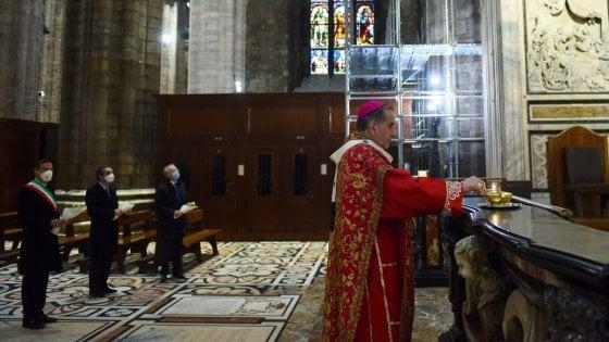 Coronavirus, Delpini celebra la messa delle Palme nel Duomo di Milano deserto. Polemica Sala-Salvini sulla riapertura delle chiese