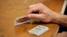Per giocare a briscola si incontrano nel bosco: anziani scoperti per le urla durante le partite