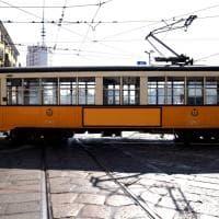 Coronavirus, i tram di Milano viaggiano 'nudi': nessuna azienda fa pubblicità sui vagoni
