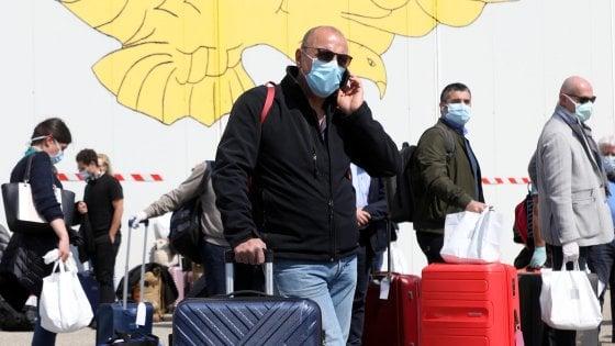 """Coronavirus in Lombardia, arrivati a Milano 73 medici, il ministro Boccia: """"Saranno 200 entro la prossima settimana"""""""
