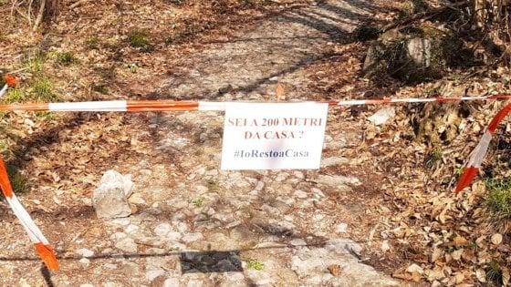 """Coronavirus, """"Sei a 200 metri da casa?"""": cartelli dissuasori sui sentieri percorsi da runner e ciclisti nel Varesotto"""