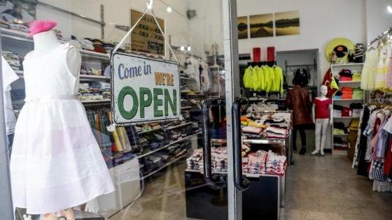 Coronavirus in Lombardia, supermercati e negozi aperti a Milano. E dai quartieri arrivano le storie online