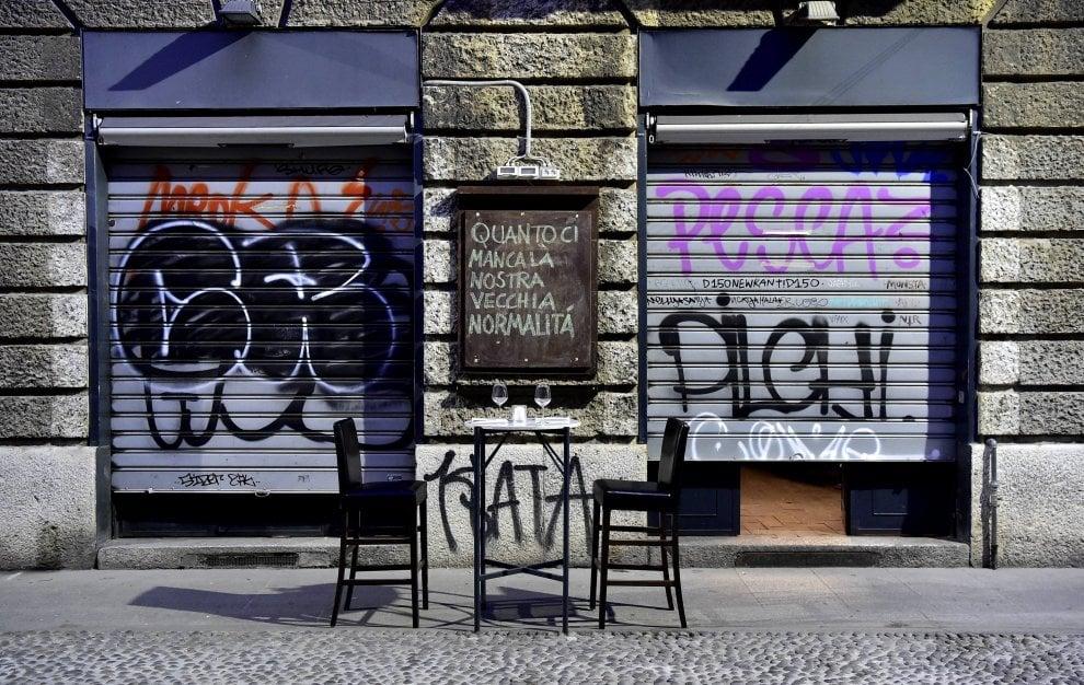 """""""Vogliamo riaprire, ma così è insostenibile"""": il flash mob di ristoranti e bar contro il decreto del governo per la fase 2 coronavirus"""
