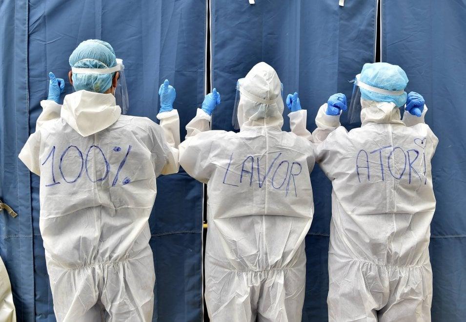"""Il Primo Maggio di medici e infermieri impegnati nella lotta al coronavirus: """"Siamo 100% lavoratori"""""""