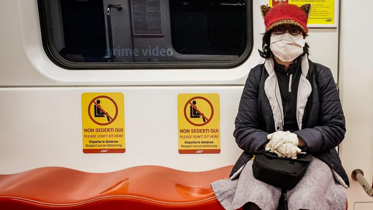 Coronavirus Lombardia, mascherine e guanti obbligatori sui treni e ...
