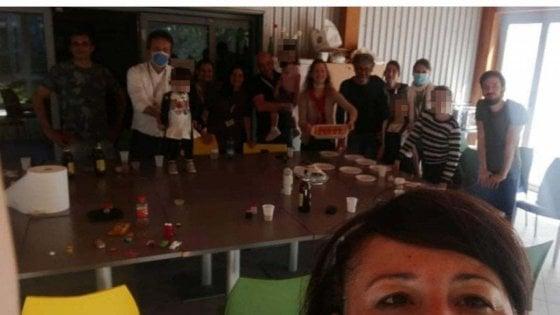 Coronavirus, la sindaca di Lodi fa festa in ufficio con amici e parenti, nonostante i divieti