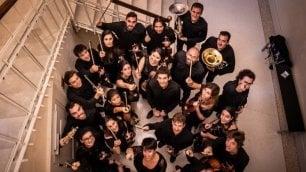 La vita di Beethoven raccontata (e suonata)  dall'Orchestra Canova       ·    Video 1    -    2    -    3    -    4    -    5   -    6      -    7   Un viaggio in note e parole dedicato al geniale compositore tedesco a 250 anni dalla nascita  di LUIGI BOLOGNINI