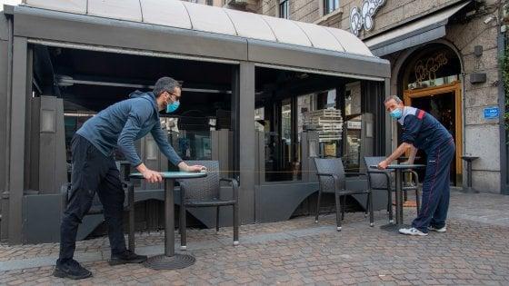 Fase 2, a Milano approvazioni veloci per dehors e tavoli esterni per bar e ristoranti: così si aumentano i posti in sicurezza
