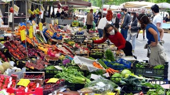 A Milano riaprono tutti i mercati comunali scoperti: e tornano anche le bancarelle non alimentari