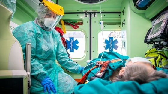 """""""Soffoco, aiutatemi"""": in Lombardia 60 mila interventi delle ambulanze del 118 nei tre mesi caldi del coronavirus"""