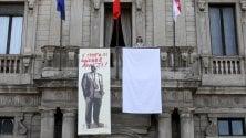 Sul balcone di Palazzo Marino l'opera di TvBoy per ricordare Falcone e la strage di Capaci