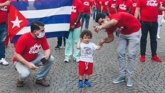 Coronavirus in Lombardia, tornano a casa i medici cubani, il saluto al bimbo che li ha sostenuti