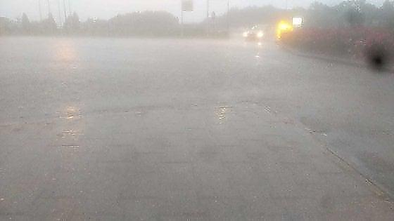 Milano, forte nubifragio in serata, auto costrette a fermarsi in tangenziale Nord