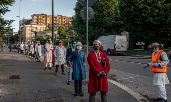 Milano, si chiude il Ramadan, la preghiera è a distanza di sicurezza
