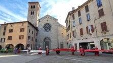 Il maxi tricolore viaggia da Como a Lecco: il flash mob della Fase 2 per il turismo sul lago