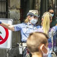 Senso unico per i pedoni nel centro di Bergamo: la sperimentazione anti-assembramenti